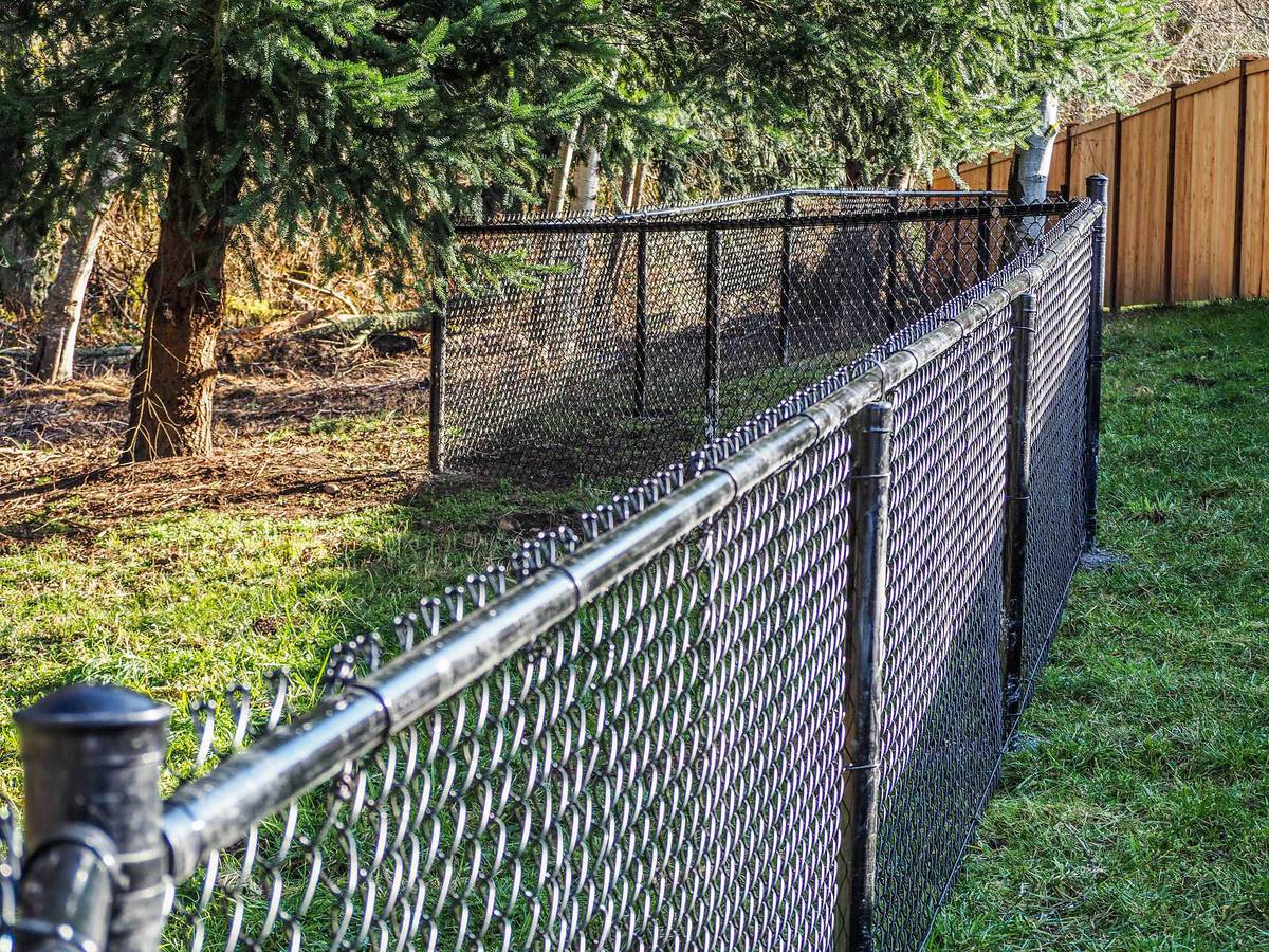 What Is Chain Link Fence Made Of And How Is It Made Atlanta Post Caps